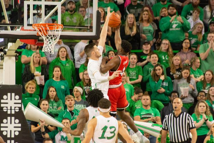 Marshall Men's Basketball Tops Hilltoppers 70-69